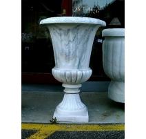 Paire d'urnes médicis en marbre blanc