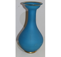 Vase en opaline bleu avec fillet doré