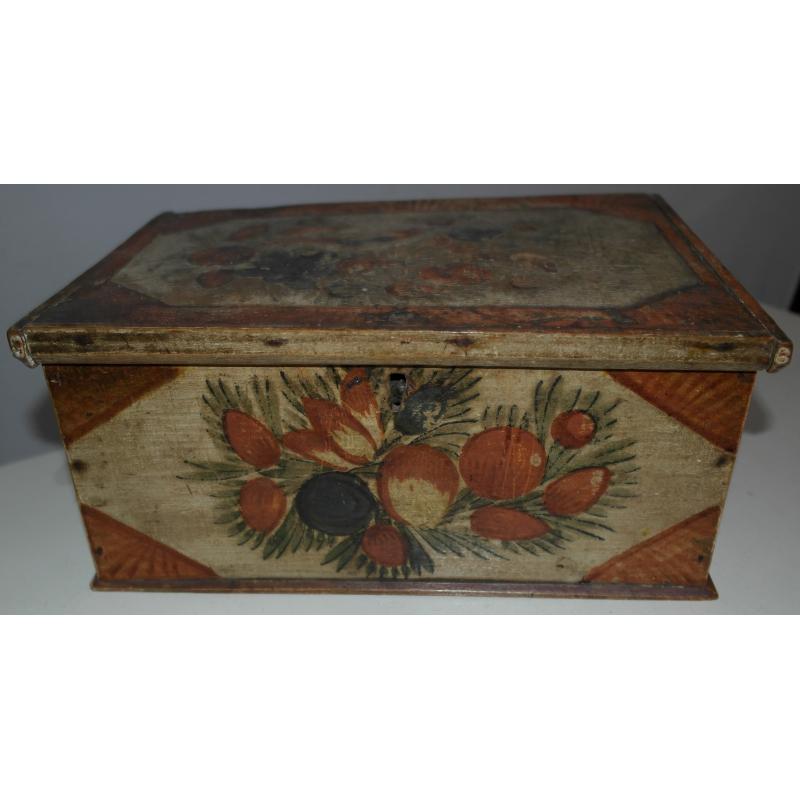 Petit coffre en bois peint, décor fruits et oiseau ~ Petit Coffret En Bois