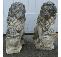 Pair of lions, stone moulded.