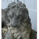 Paire de lions, en pierre moulée.
