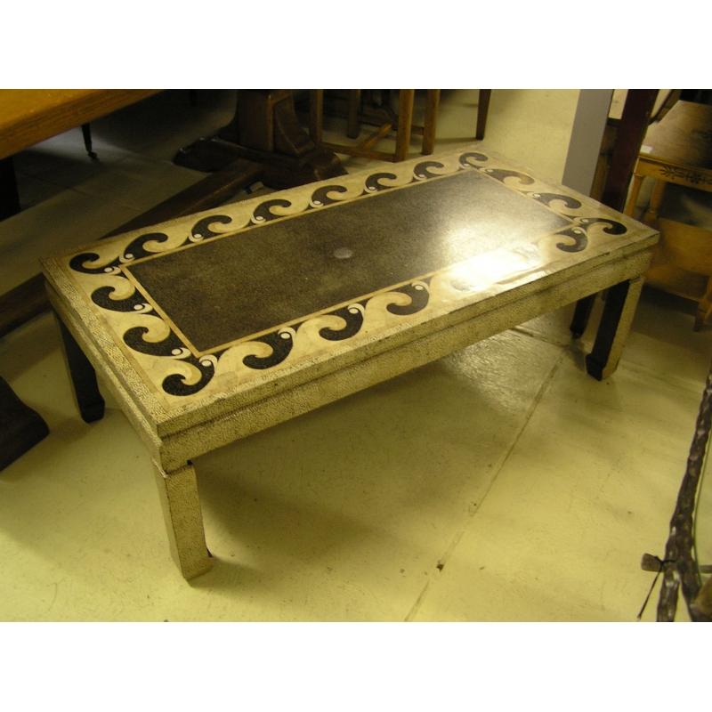 table basse laqu e coquille d 39 oeuf sur moinat sa antiquit s d coration. Black Bedroom Furniture Sets. Home Design Ideas