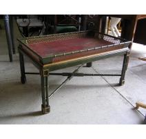 Table basse avec plateau en bois laqué