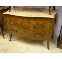 Commode, style Louis XV, dessus marbre