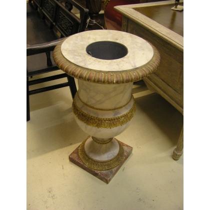 Vase en bois sculpté et laqué faux marbre