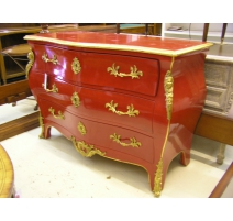 Commode, style Louis XV, en laque rouge