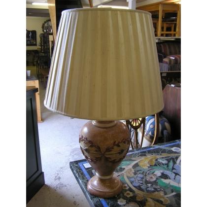 Lampe de table en résine avec abat-jour