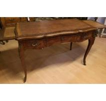 Bureau style Louis XV en bois de rose,