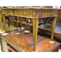 Bureau style Louis XVI en noyer