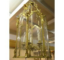 Lantern has suspend the Louis XV style in
