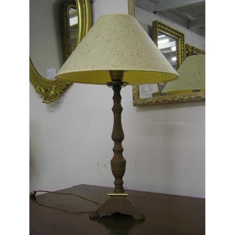 lampe avec abat jour beige et pi tement sur moinat sa antiquit s d coration. Black Bedroom Furniture Sets. Home Design Ideas