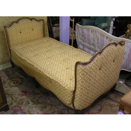 lit de repos style louis xv recouvert sur moinat sa antiquit s d coration. Black Bedroom Furniture Sets. Home Design Ideas
