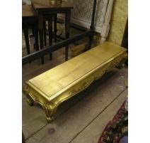 Table basse style Louis XV en bois doré