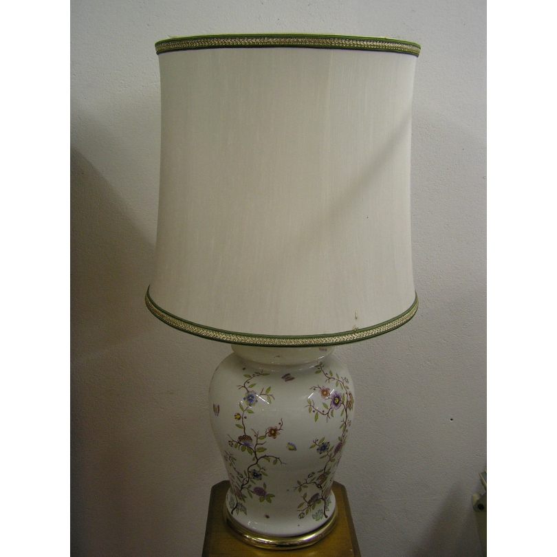 Lamp in porcelain painted with
