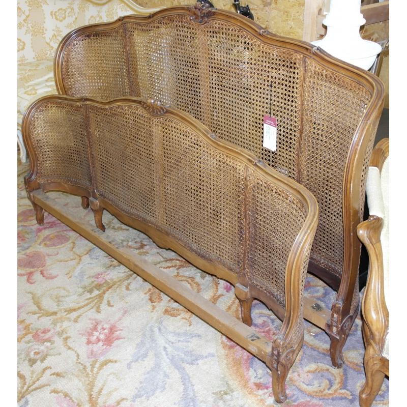 cadre de lit style louis xv double sur moinat sa antiquit s d coration. Black Bedroom Furniture Sets. Home Design Ideas