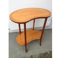 Pedestal table in English of the form kidney, in