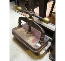 Presse en fonte laiton et fer