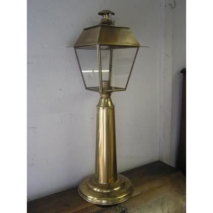 Lanterne borne sur pilier en laiton