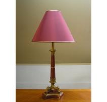 Lampe, pied porcelaine coloris bordeaux