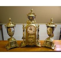 Pendule + 2 vases en bronze et