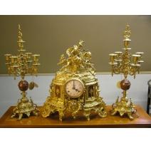 Pendule + 2 chandeliers en bronze et