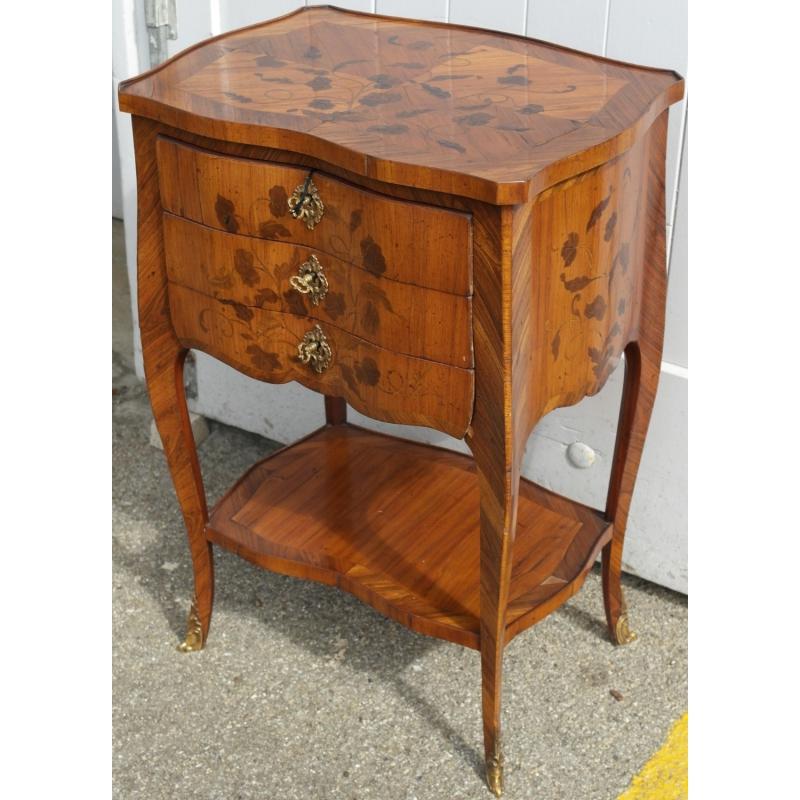 table de chevet style louis xv mod le sur moinat sa. Black Bedroom Furniture Sets. Home Design Ideas
