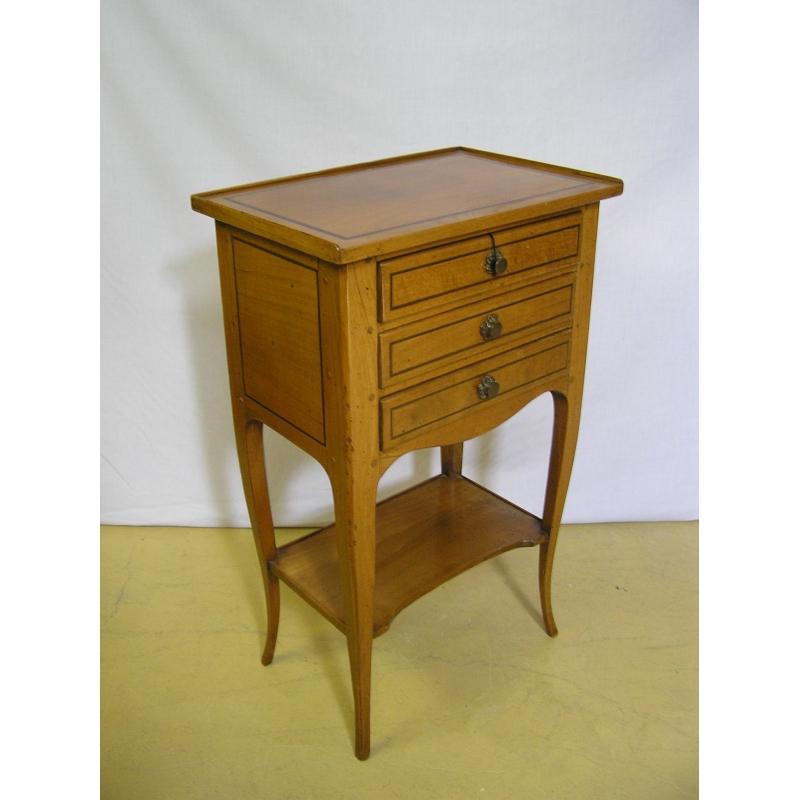 table de chevet 3 tiroirs mod le sur moinat sa antiquit s d coration. Black Bedroom Furniture Sets. Home Design Ideas