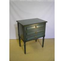Chevet style Louis XVI laqué vert avec