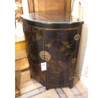 Meuble d'angle laqué noir, décor chinois