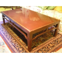 Table basse laquée, pieds chinois