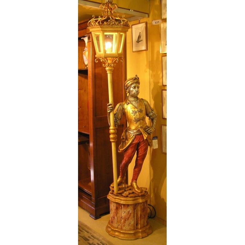 Nubien avec lanterne en bois sculpté