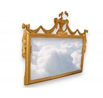 Miroir style Hepplewhite en bois sculpté