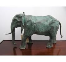 Eléphant en bronze vert
