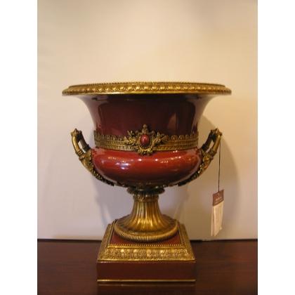 Coupe sur pied en porcelaine rouge avec