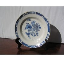 Plate in faience of Delft (chipped)