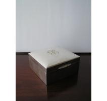Boîte en argent monogrammée JB