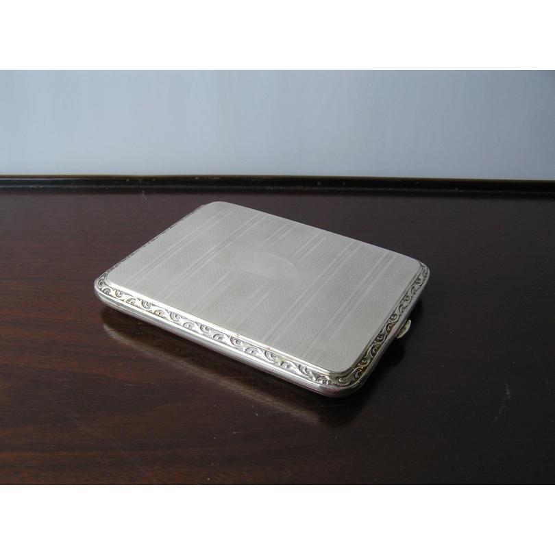 Etui à cigarettes en métal argenté