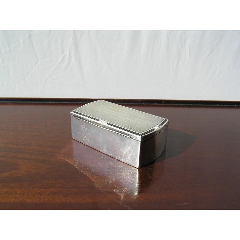 Boîte en argent, bordure émaillée