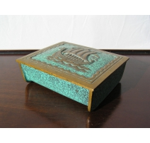 Box in bronze