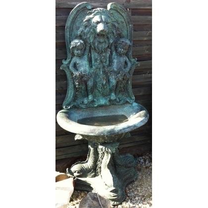 """Fontaine murale en bronze """"Tête de lion"""