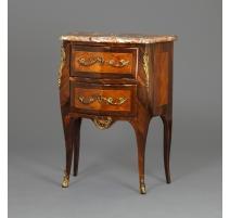 Petite commode Louis XV estampillée
