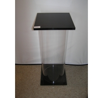 Colonne en plexiglas transparent