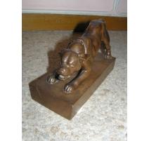 """Sculpture en bois """"Chien"""" signée E."""
