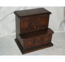 Cabinet miniature anglais à 4 portes et
