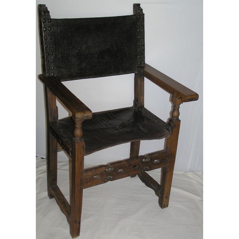 fauteuil haute epoque en bois et cuir sur moinat sa antiquit s d coration. Black Bedroom Furniture Sets. Home Design Ideas