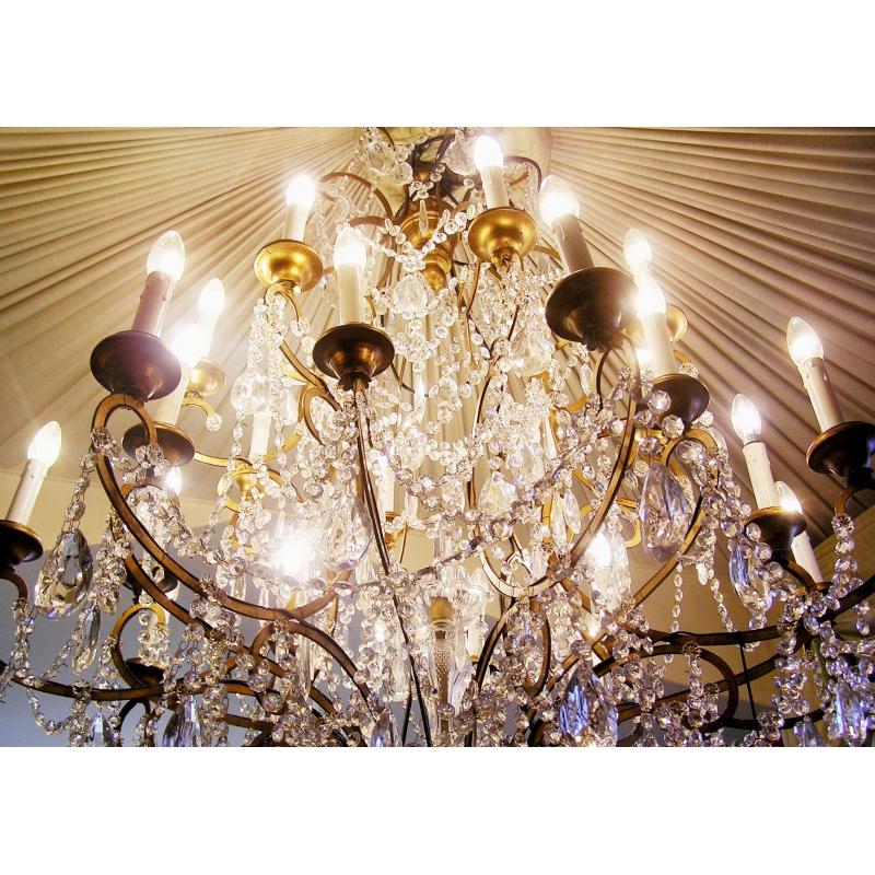 lustre en fer dor avec cristaux 24 sur moinat sa antiquit s d coration. Black Bedroom Furniture Sets. Home Design Ideas