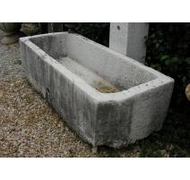 Bassin rectangulaire pans coupé.