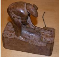 """Bronze """"Arracheur de pommes de terre"""""""