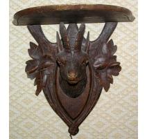 Console de Brienz en bois sculpté, tête