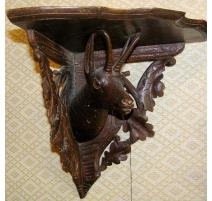 Encoignure de Brienz en bois sculpté